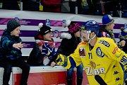 Hokejisté Přerova (ve žlutém) porazili Havířov 4:2. Lubomír Malina