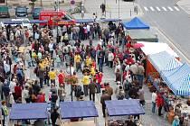 Premiéru v podobě prvních městských trhů má za sebou náměstí T. G. Masaryka v Přerově, které obsadily v sobotu dopoledne na dvě desítky prodejců uzenářských specialit, sýrů, ale také domácích perníků a jiných specialit. Lidé si zavedení trhů na náměstí po