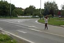 Křižovatka ulic generála Štefánika, Durychovy a Tovární - dva přechody zrušeny, zbylému chybí značky