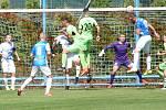 Fotbalisté Vsetína (v modrém) utrpěli doma debakl s přerovskou Viktorií.