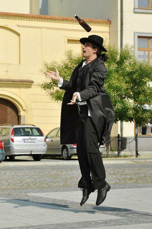 Tomáš Barbořík je dlouholetým šéfem Folklorního souboru Haná Přerov. Profesí je veterinář.