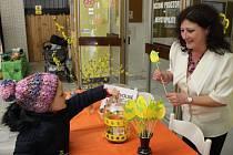 Tradiční Velikonoční výstava přilákala do Základní školy Trávník v Přerově ve čtvrtek odpoledne celé rodiny.