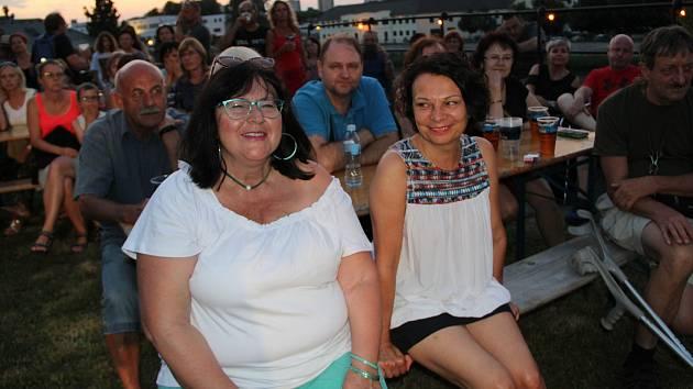 Druhý koncert oblíbeného letního festivalu Hudební léto na hradbách si užili v úterý večer Přerované. Skvělá kapela Bandaband přivedla posluchače do varu a někteří si s chutí zatančili.