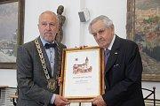 Čestné občanství udělilo ve čtvrtek město Přerov Paulu Rausnitzovi, majiteli společnosti Meopta