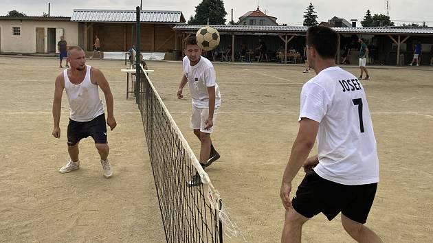Nohejbalový turnaj trojic ve Věžkách u Přerova.