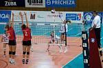 Volejbalistky Přerova (v bílém) proti PVK Olymp Praha.