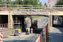Řidiči, projíždějící Přerovem, narazili v pondělí na částečnou uzavírku podjezdu v Předmostí. Podjezd se uzavřel už o víkendu.