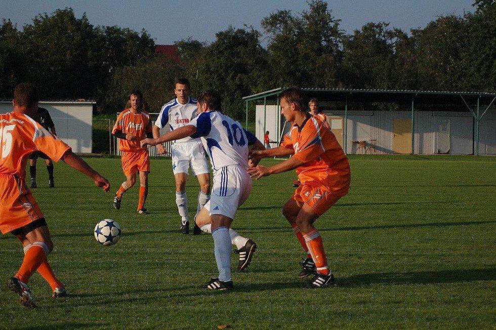 Želatovice (v oranžovém) proti Dolanům