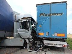 Tragická nehoda, při níž zemřela osmatřicetiletá řidička osobního auta, se stala v pondělí 18. července ráno mezi Přerovem a obcí Bochoř. Doprava zde byla na několik hodin zastavena.