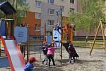 Některá dětská hřiště v Přerově už září novotou, jiná na výměnu zastaralých průlezek a kolotočů teprve čekají