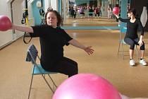 Hubnutí s Deníkem - cvičení s overballem
