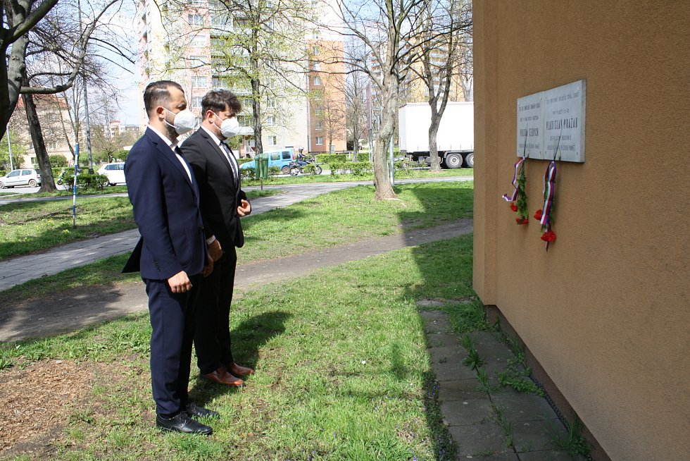 Oběti Přerovského povstání uctili zástupci vedení radnice už 30. dubna 2021 u několika pamětních desek ve městě.