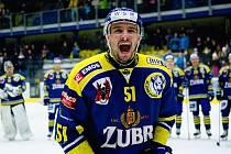 Hokejisté HC Zubr Přerov (v modrém) proti Motoru České Budějovice