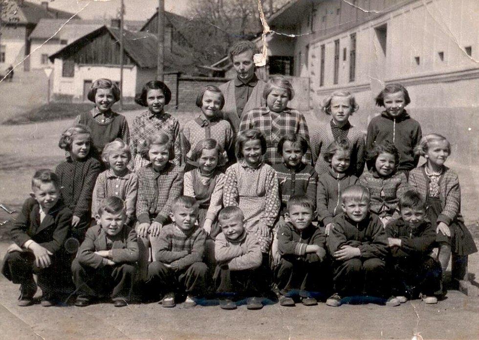 Děti z Tučína ve školním roce.