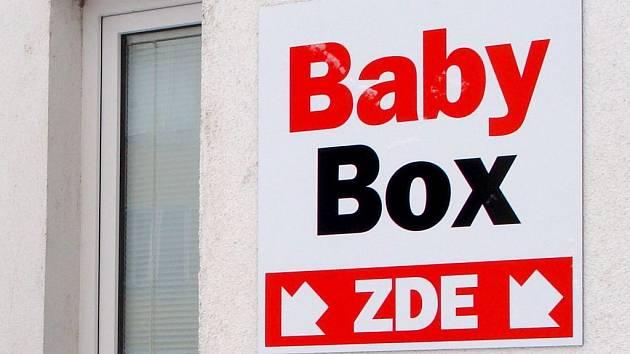 Směrovka k babyboxu v přerovské nemocnici. Ilustrační foto