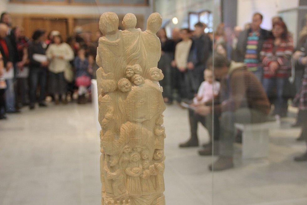 Vernisáž lipnických výtvarníků si v galerii Konírna nenechalo ve čtvrtek 12. března ujít několik desítek návštěvníků