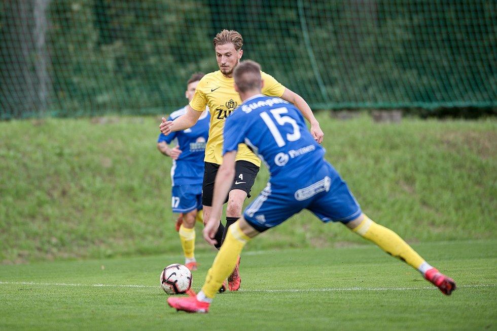 Fotbalisté Kozlovic (ve žlutém) proti Šumperku.