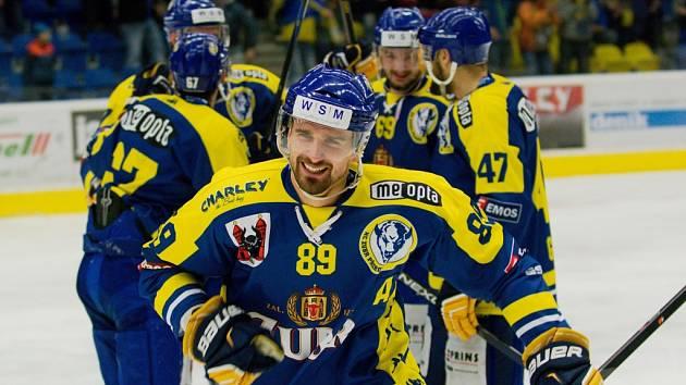 Přerovští hokejisté (v modrém) proti Kadani.
