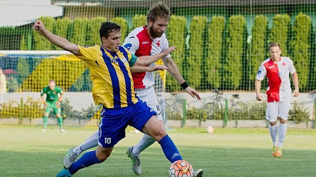 Fotbalisté Kozlovic (v pruhovaném) v pohárovém utkání s třetiligovou Kroměříž