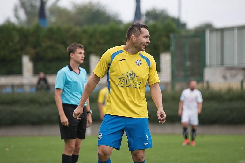 Fotbalisté Kozlovic (ve žlutém) proti Strání. Martin Král