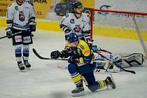 Hokejisté Přerova (v modrém) porazili Benátky nad Jizerou. Vlastimil Dostálek