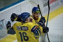 Hokejisté Přerova (ve žlutém) proti Nitře.