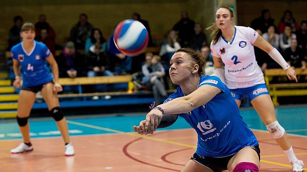 Volejbalistky Přerova (v modrém) padli doma s KP Brno 0:3