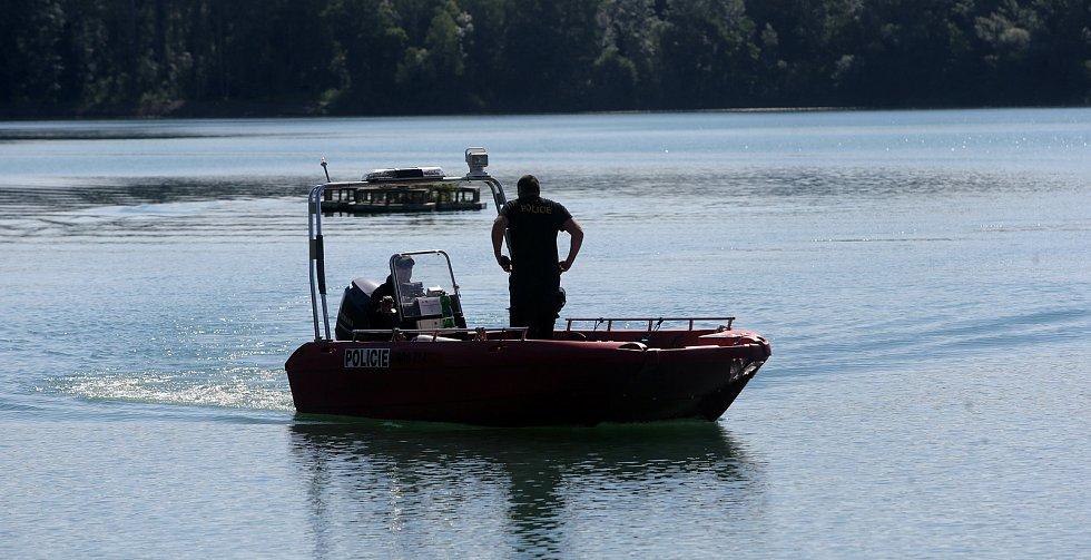 Kontrolní policejní akce Voda 2020 na tovačovských jezerech. 14. července 2020