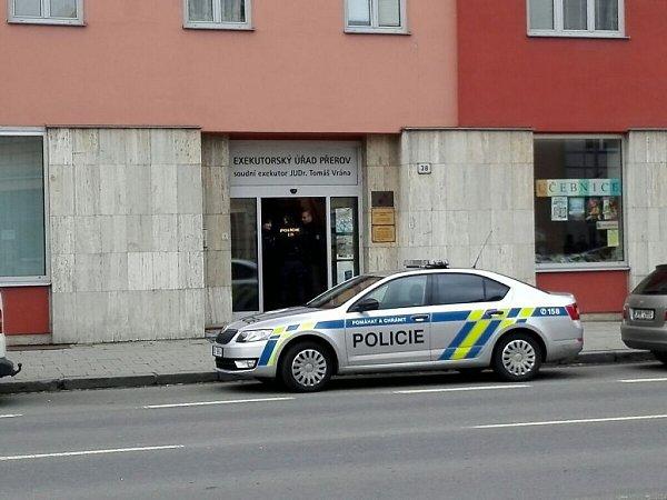 Policie zasahuje vbudově Exekutorského úřadu Tomáš Vrány vPřerově