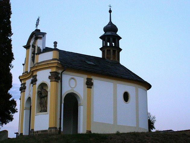Barokní kaplička vKokorách.