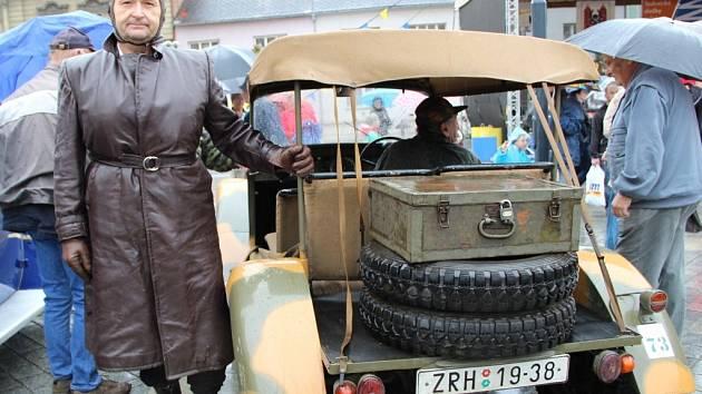 Projížďku v historickém vozidle Tatra 57 A si užil také výherce soutěže, kterou jsme uspořádali pro naše čtenáře. Radomír Smeták z Troubek přijel v sobotu ráno na start do Lipníku a s veterány absolvoval celou spanilou jízdu okresem.