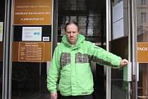 Více než tři desítky amnestovaných vězňů se už dostavily na sociální odbor přerovského magistrátu – nejčastěji se ptali na možnosti bydlení a přišli si vyřídit sociální dávky. Na snímku Jiří Hošák z Přerova, který se dostal z vězení hned po Novém roce