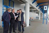 Odboráři a řidiči autobusů odcházeli ze schůzky se zástupci vedení společnosti SAD Trnava spokojení. Dohodli se na všem podstatném.