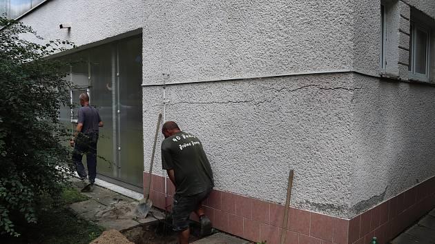Děti z Mateřské školy U Tenisu v Přerově se musely přestěhovat do náhradních prostor - důvodem je