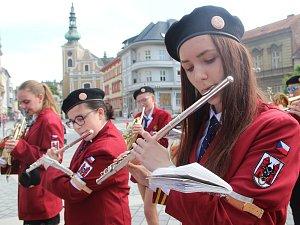 Svižným pochodem Dechového orchestru Haná centrem města se Přerov připojil ke druhému ročníku celostátního happeningu základních uměleckých škol ZUŠ Open. Kromě koncertu populární dechovky při ZUŠ B. Kozánka si mohli lidé užít další koncerty také na prost