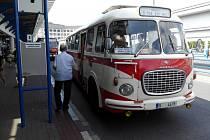 Do doby před několika desítkami let se mohli vrátit cestující, kteří v sobotu zavítali na retro projížďky městskou hromadnou dopravou Přerovem. Zájem byl obrovský a autobusy vyjížděly z nádraží zcela zaplněné.