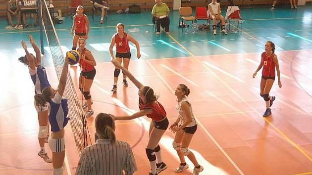 České reprezentantky (v modrém) v Přerově odehrály proti Belgii tři přípravná utkání.