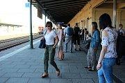 Nehoda vlaku LeoExpress na přerovském nádraží. Zraněné osoby sanitky převezly do přerovské nemocnice