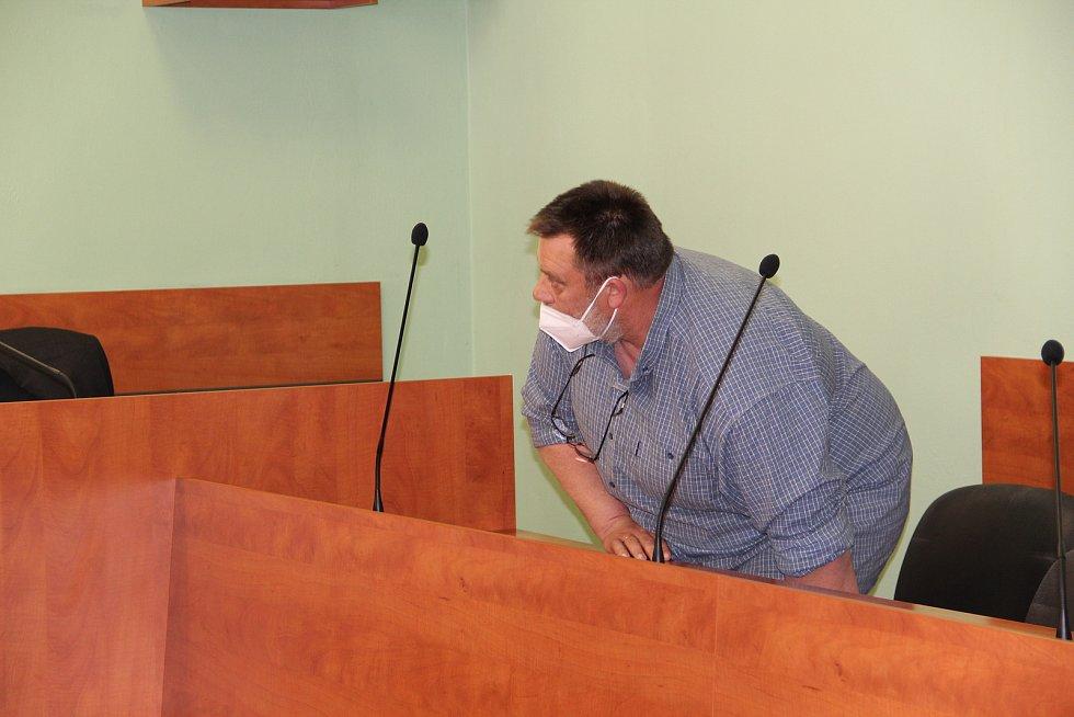 Okresní soud v Přerově - soudní jednání s Petrem Gracou, který je obžalovaný kvůli týrání zvířat