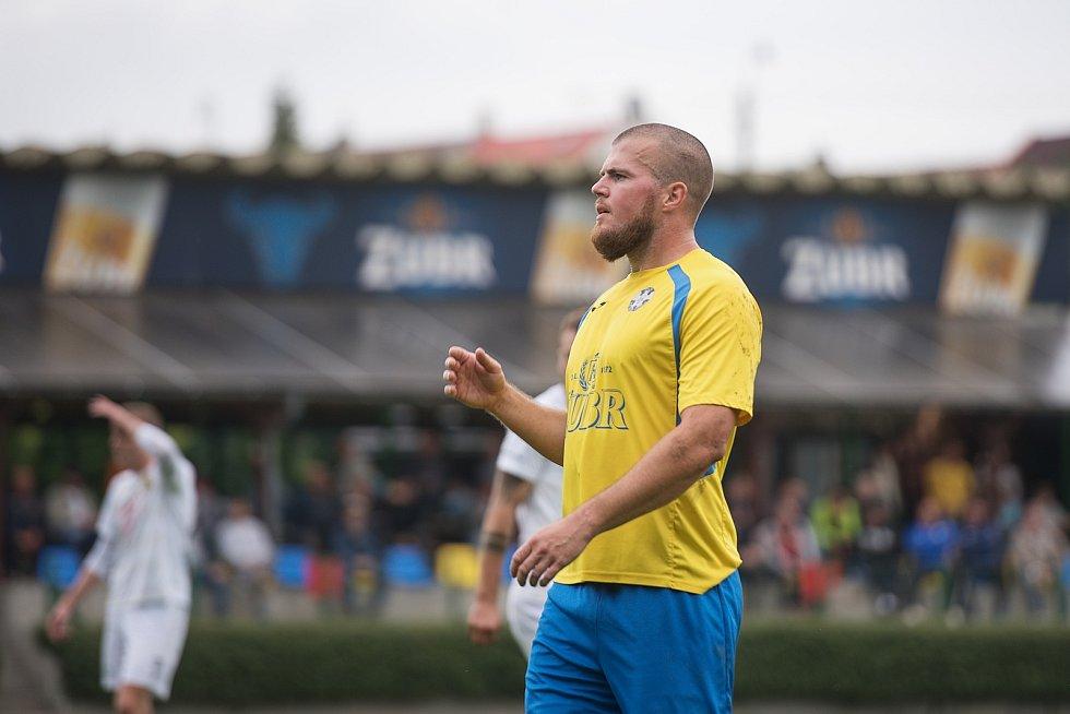 Fotbalisté Kozlovic (ve žlutém) proti Strání. Petr Nekuda