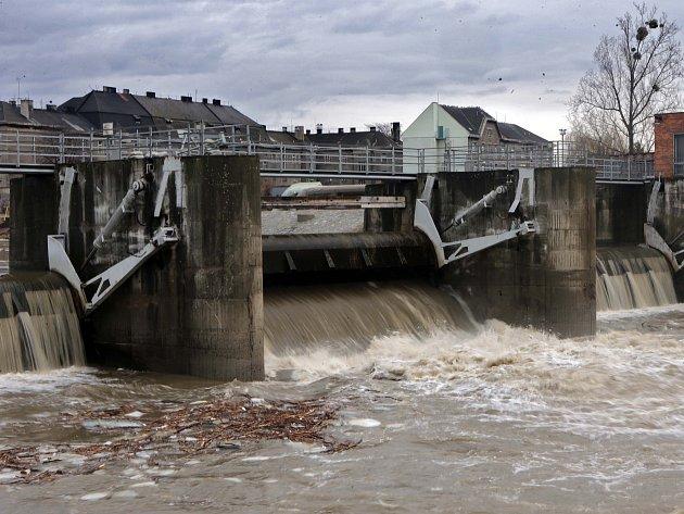 Situace na řece Bečva v Přerově.