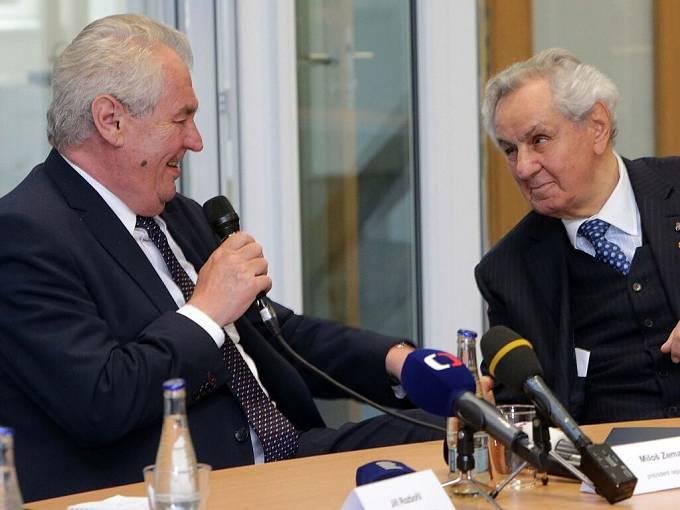 Paul Rausnitz (vpravo) s prezidentem Zemanem při jeho návštěvě přerovské Meopty v květnu 2016