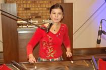 Jedinečný koncert zpěvačky a cimbalistky Zuzany Lapčíkové a kontrabasisty Tomáše Bartoše se uskutečnil 18. října od 18 hodin ve varně přerovského pivovaru.