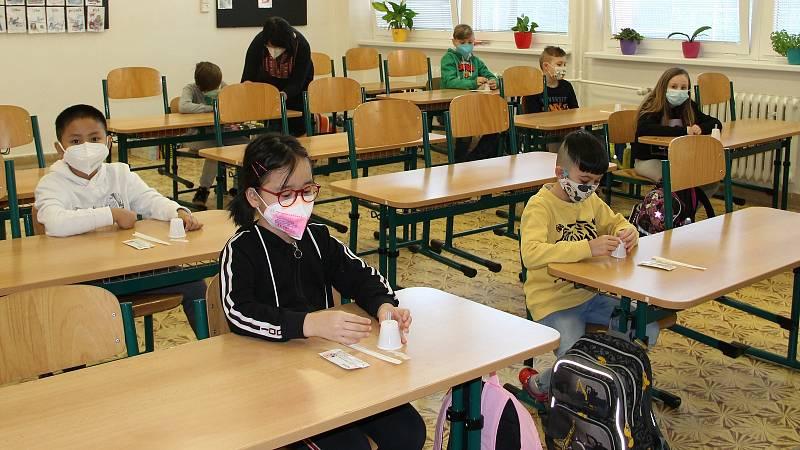 Testování žáků na ZŠ Svisle v Přerově. 12. dubna 2021