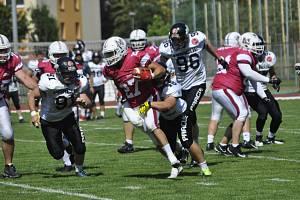 Američtí fotbalisté Přerova (v červeném) proti Prague Black Panthers.