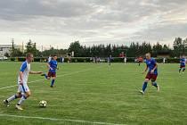 Fotbalisté Želatovic (v modrém) proti Přerovu