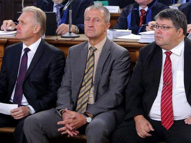Zleva Jiří Lajtoch, Josef Kulíšek a Václav Zatloukal. Soud v kauze podezřelých zakázek přerovské radnice
