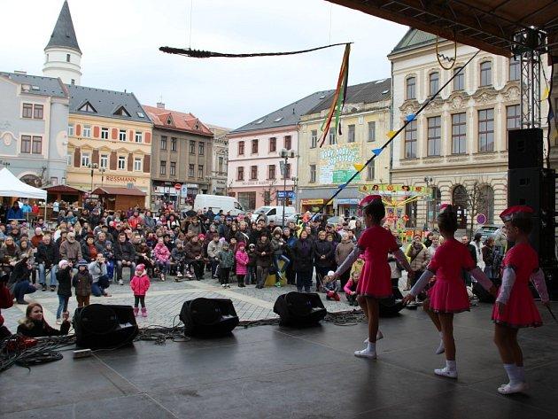 Velikonoční program na náměstí T.G Masaryka v Přerově - děti ze Střediska volného času Atlas a Bios