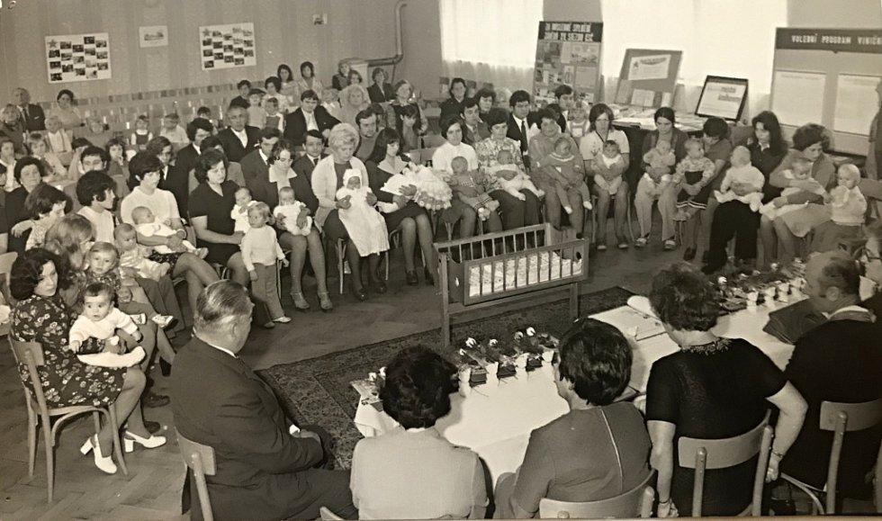 V roce 1976 zde Místní národní výbor zorganizoval pro  narozené děti v částech Vinary, Lýsky, a Popovice vítání občánků, za účasti nejbližších rodinných příslušníků. Akce se konala v sále kulturního domu.