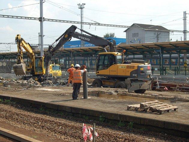 Oprava druhého nástupiště na nádraží v Přerově